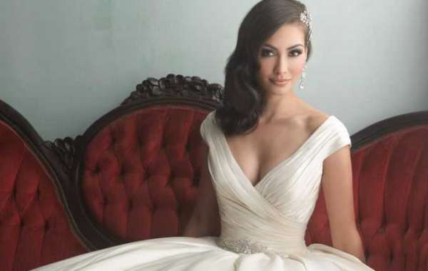 Wedding Dresses - Choosing Lingerie to Enhance Your Bridal Gown