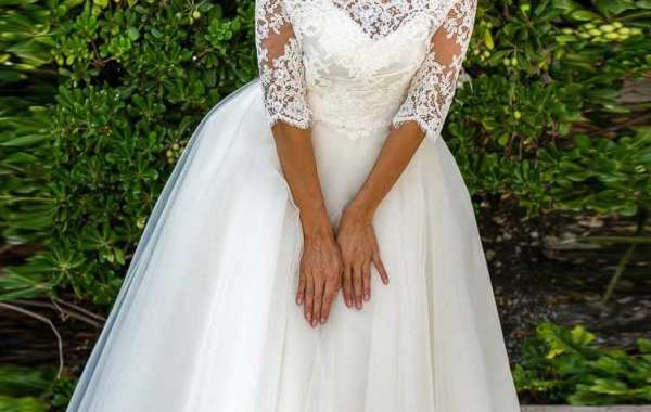 Fascinate the wedding avenue in beautiful wedding gown