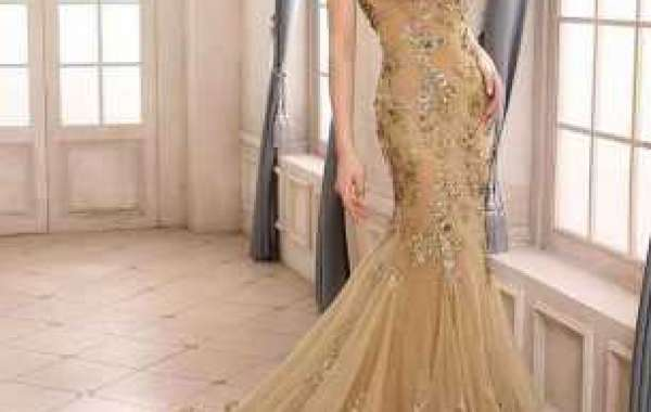 What details should I pay attention to when renting a dress?