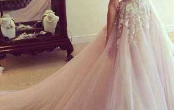 How to match hair style with evening dress